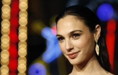 2013_10_Gal-Gadot-Beautiful1